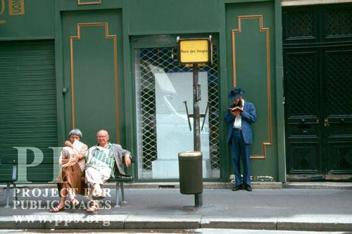 bus-stop-paris.jpg