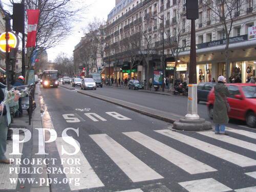 dedicated-bus-lane-in-paris.jpg